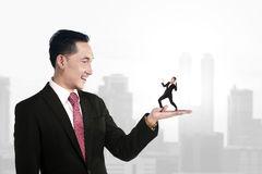 негативные качества продавца консультанта