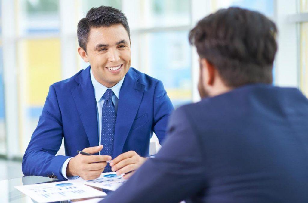 корпоративный менеджер по продажам